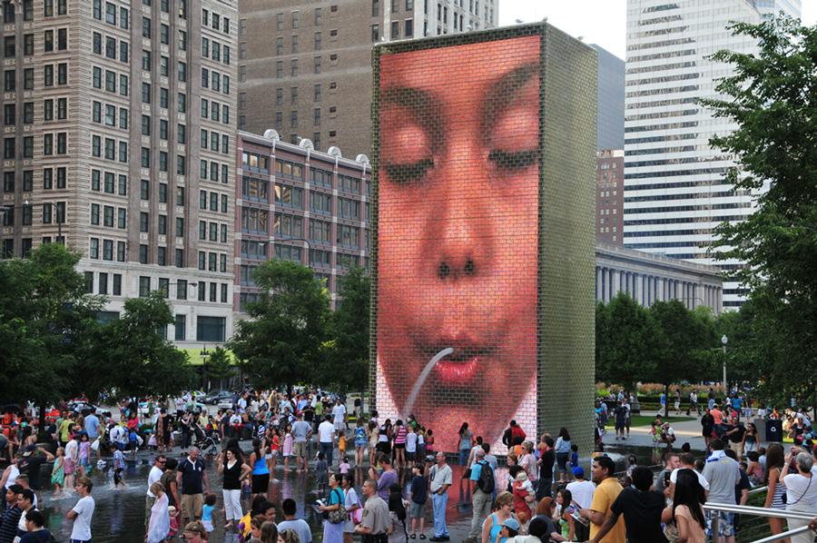 فواره تاج شیکاگو با نمایشگر ال ای دی